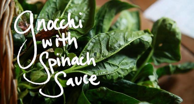 ñoqui con salsa de espinacas
